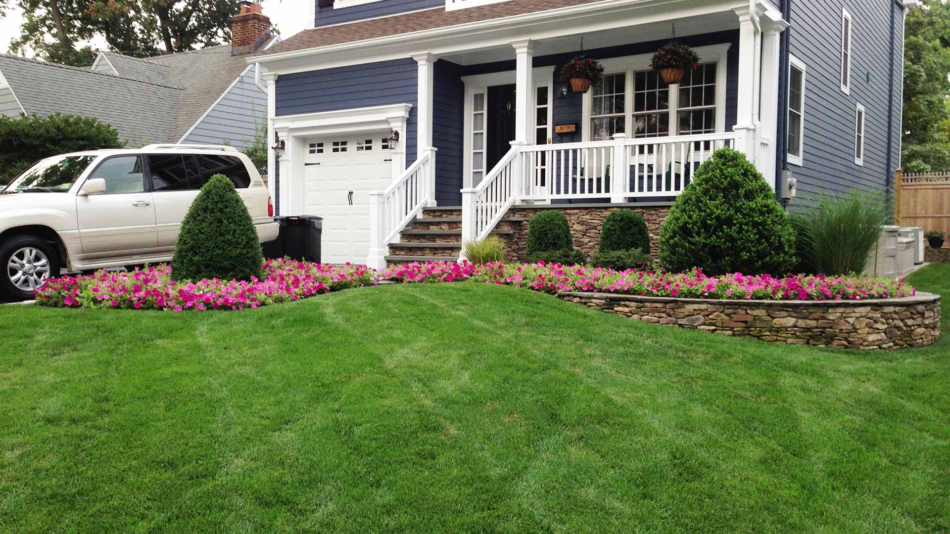 A front yard that is benefiting from preventative full-service lawn care.